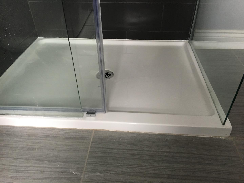 installation de porte de douches repentigny laval. Black Bedroom Furniture Sets. Home Design Ideas